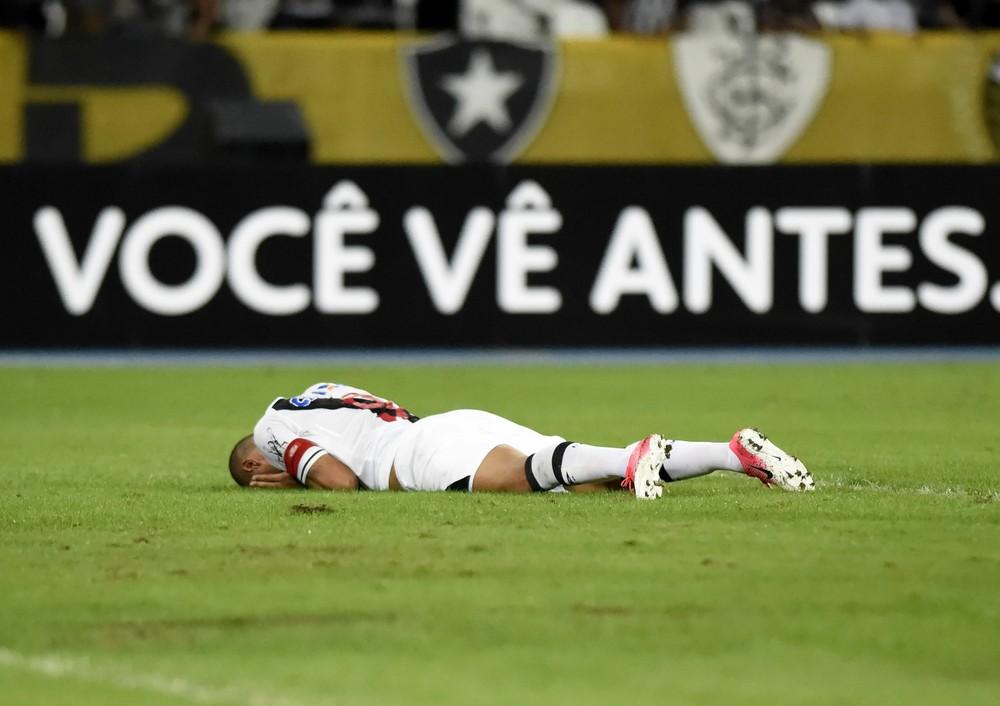 Luis Fabiano tem novo problema e fará tratamento de até duas semanas em SP