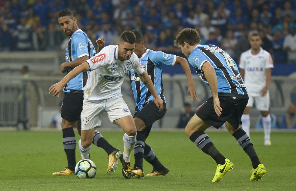 Thiago Neves é expoente do Cruzeiro (Foto: Washington Alves/Light Press)