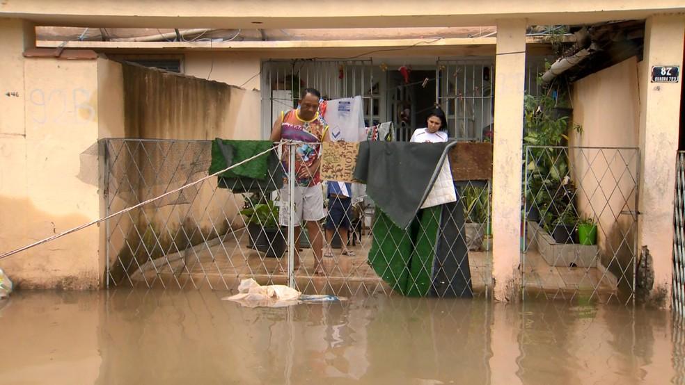 Prefeitura de Vila Velha decreta situação de emergência por causa da chuva  — Foto: Fabrício Christ/ TV Gazeta