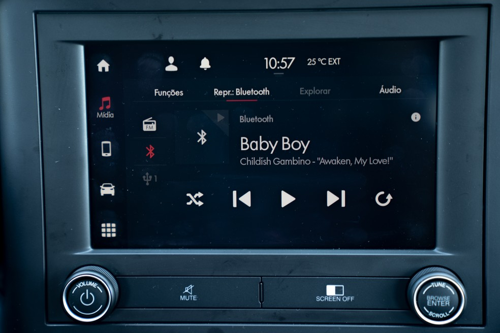 Multimedia center of the new Fiat Strada can connect Android Auto and CarPlay wirelessly - Photo: Marcelo Brandt / G1