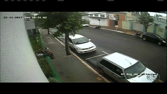 Polícia investiga se idoso que desmaiou em rua foi dopado por homem em Rio Verde