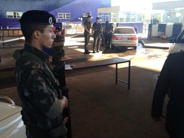 Exército auxiliará as polícias Militar, Civil e Federal, Força Nacional e Receita Federal no combate aos crimes fronteiriços (Foto: Caio Vasques / RPC TV)