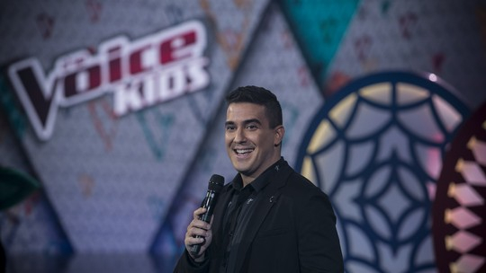 André Marques se emociona na final do 'The Voice Kids' e declara: 'Despertou minha vontade de ser pai'