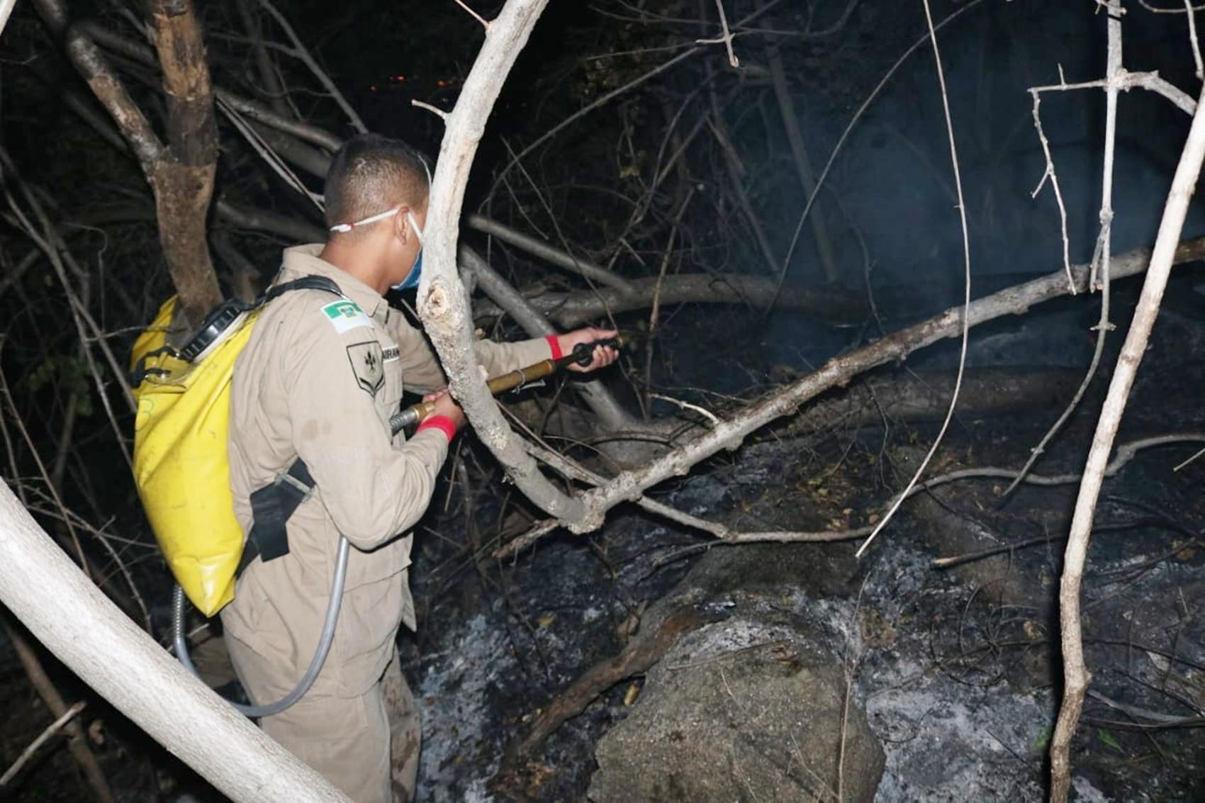 'Maiores focos já foram debelados', diz Corpo de Bombeiros sobre incêndio que atinge a Serra do Lima, em Patu, RN - Notícias - Plantão Diário