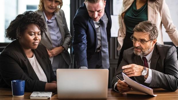 reunião, videoconferência, diversidade, trabalho, notebook (Foto: Pexels)