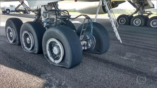 Avião da Latam faz pouso de emergência e interdita Aeroporto de Confins (MG)