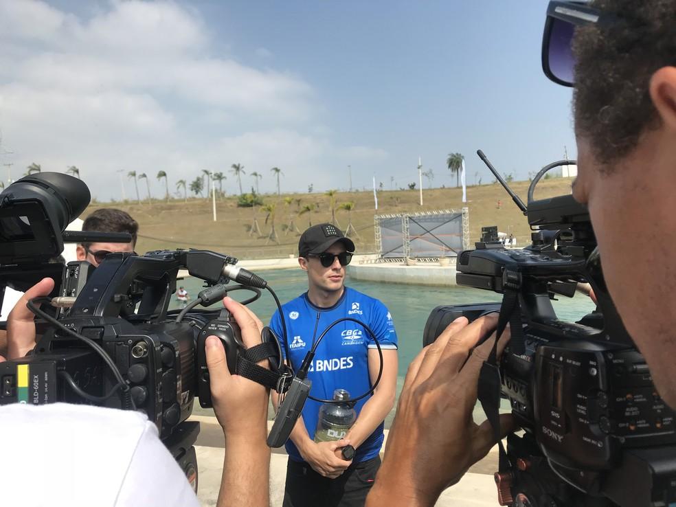 Pepê fala com a imprensa após a prova desta terça-feira — Foto: Thierry Gozzer
