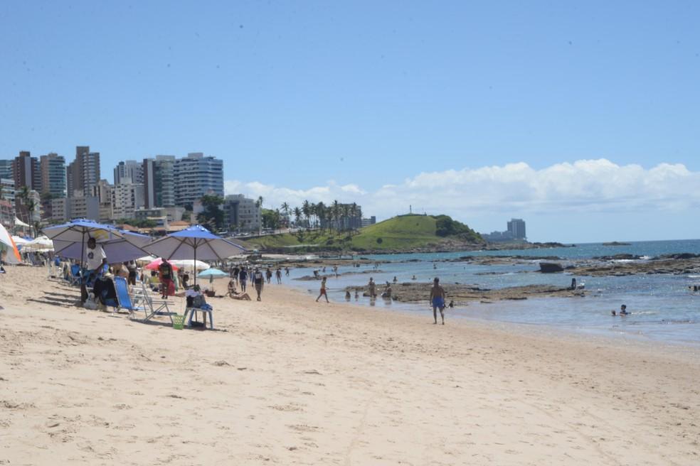 Praia do Farol da Barra é uma das que devem ser evitadas — Foto: Carlos Alberto/Ag. Haack