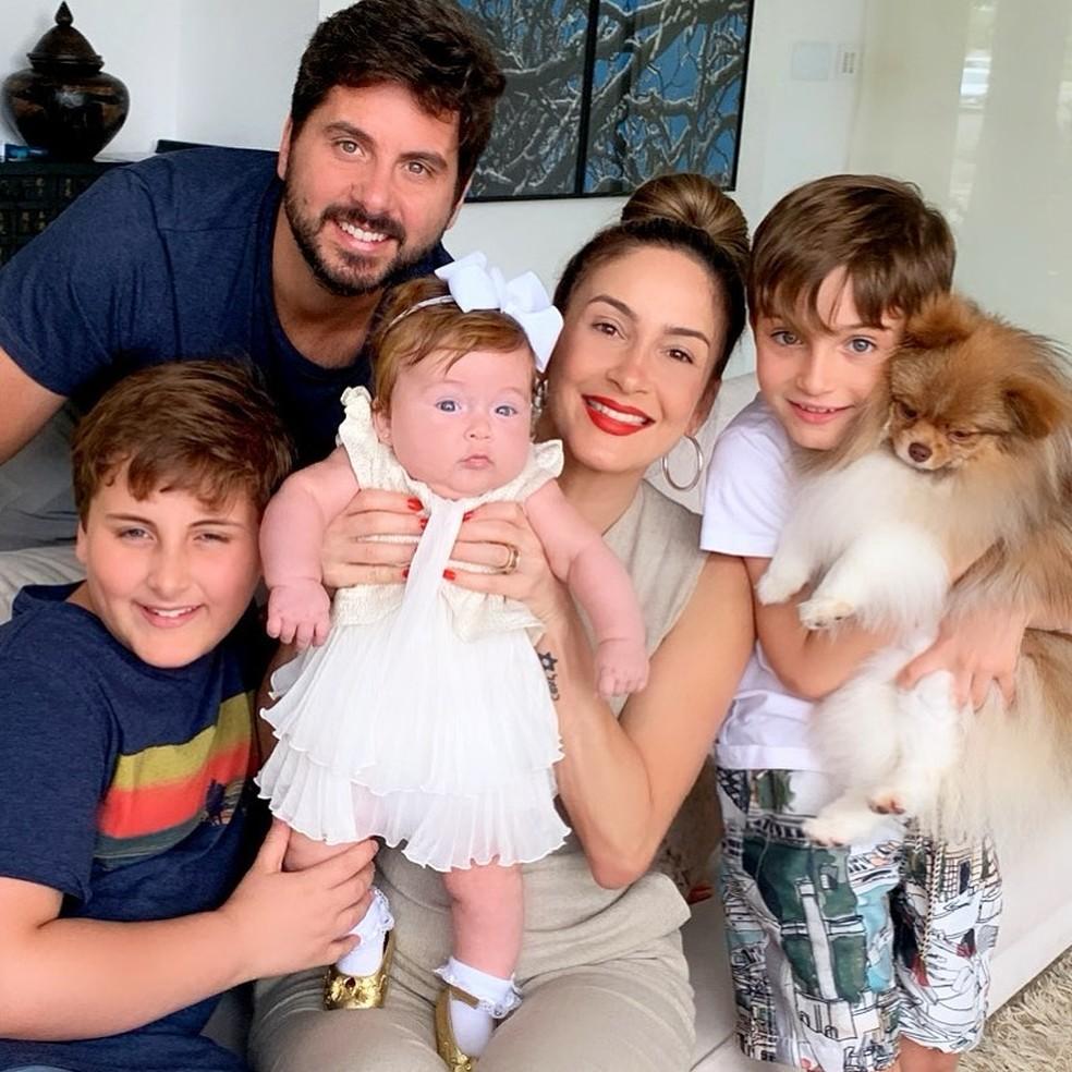 Claudia Leitte posta foto com a família  — Foto: Reprodução\Instagram