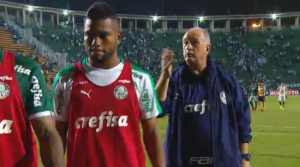 Felipão pede para os jogadores irem direto para o vestiário — Foto: Reprodução