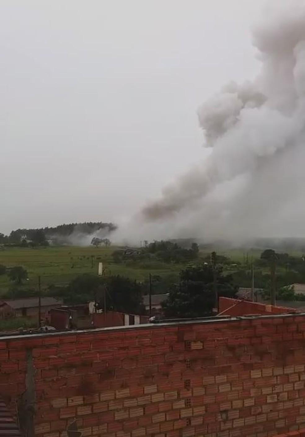 Incêndio destruiu barracão na zona rural de Avaré (Foto: Arquivo Pessoal/Henrique de Souza)