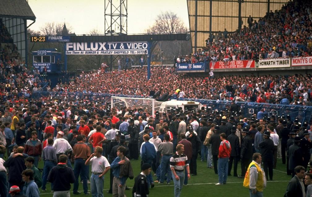 """Superlotação em """"geral"""" terminou com 96 mortos no estádio de Hillsborough em 1989 — Foto: Getty Images"""