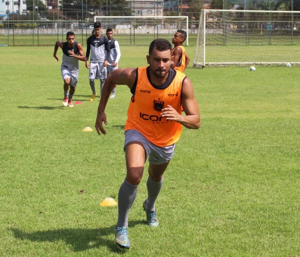 Zagueiro Daniel Felipe durante passagem pelo Volta Redonda — Foto: VRFC/Divulgação