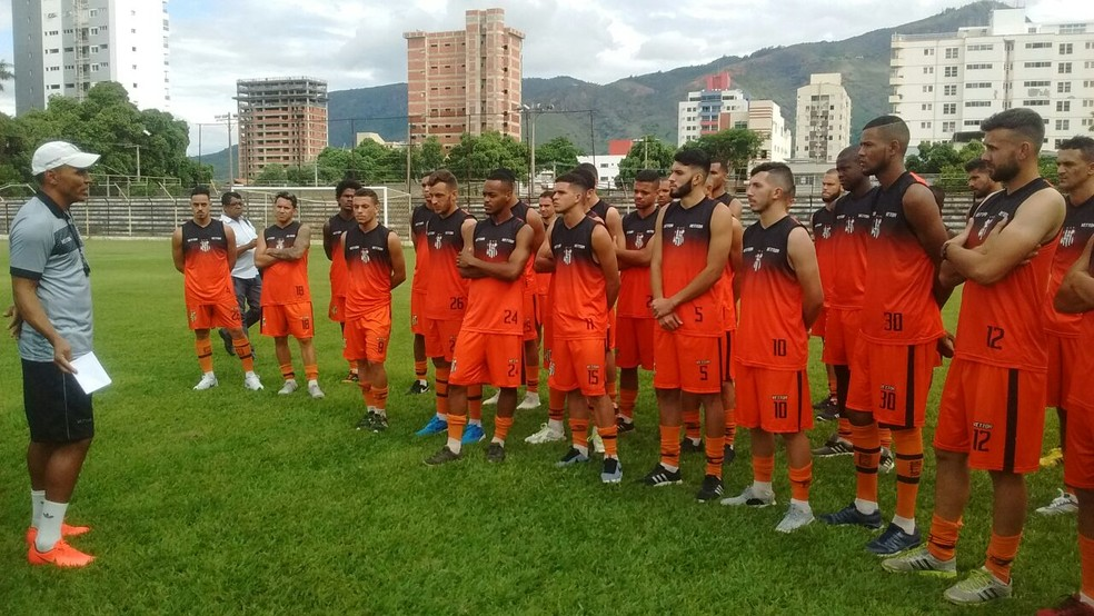 Apresentação dos atletas ocorreu no Estádio Mamudão (Foto: Zana Ferreira/GE)