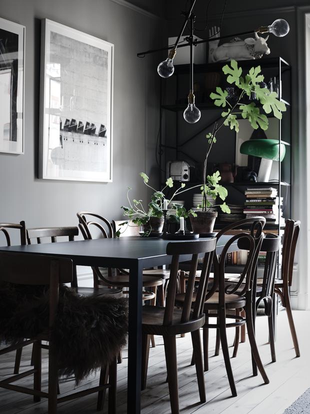Décor do dia: sala de jantar preta e rústica (Foto: Lotta Agaton/Divulgação)