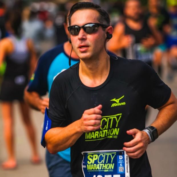 Um exame serviu alerta para Kleber Assanti cuidar melhor da saúde, iniciando sua relação intensa com a corrida  (Foto: Arquivo Pessoal )