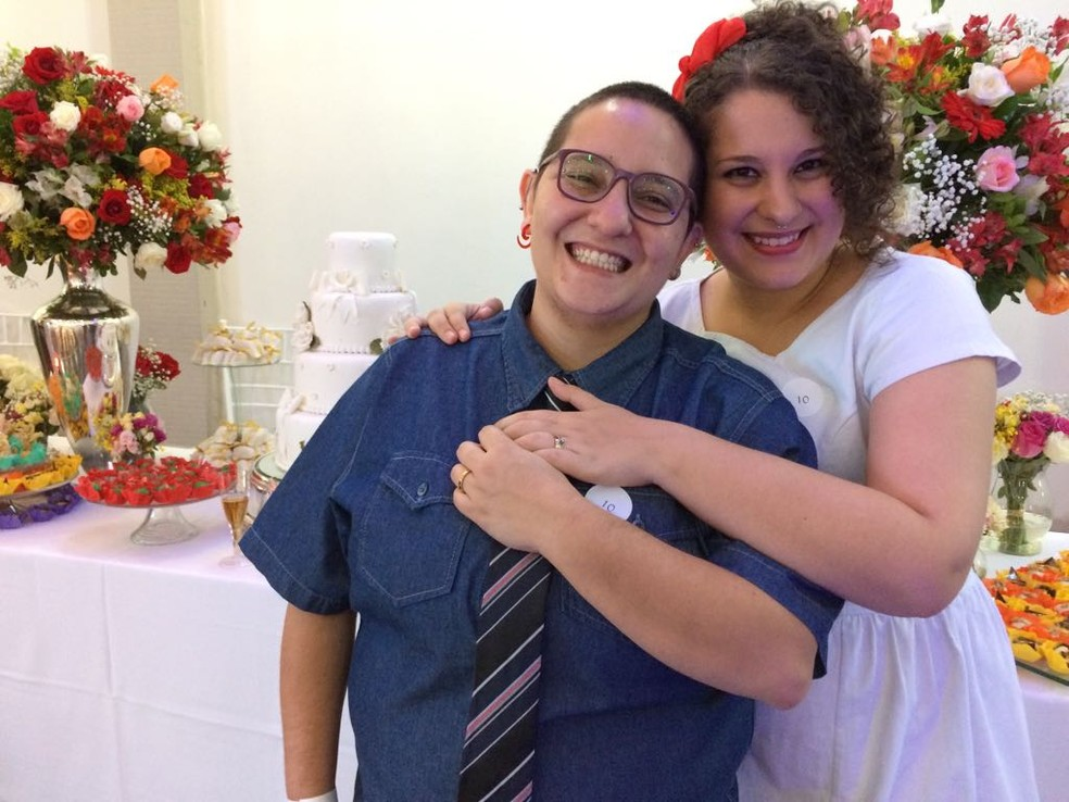 Roseane casou com Tiffany e celebrou a garantia jurídica e a possibiliadade de comemorar a união com os familiares (Foto: Vivian Reis/G1)