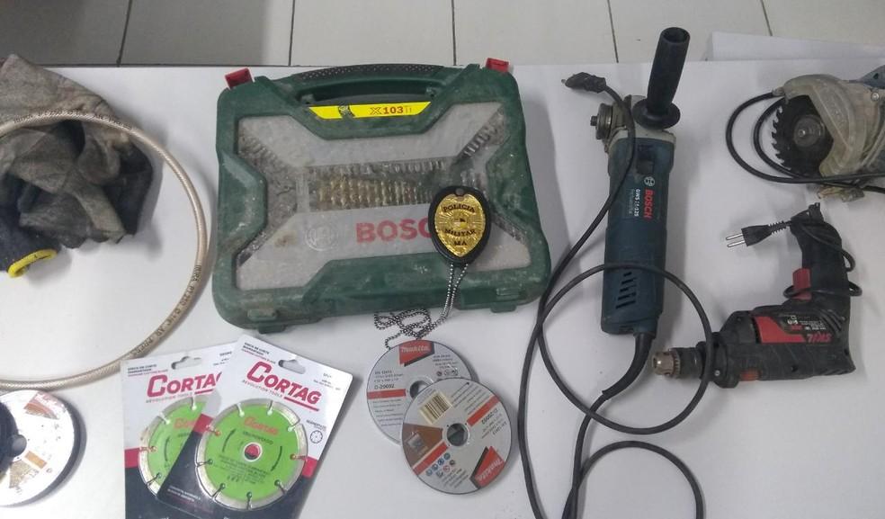 Materiais usados para cortar a placa metálica. (Foto: Divulgação/ PM MA)