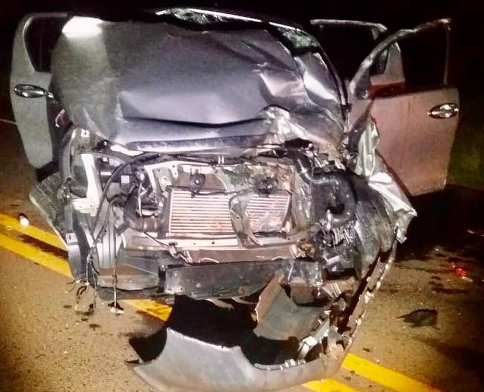 Motorista da caminhonete teve apenas ferimentos leves — Foto: J. Serafim/Divulgação