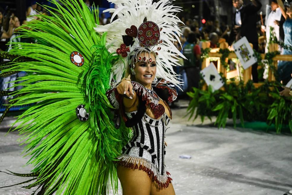 Carla Diaz no desfile da Grande Rio que celebrou o centenário de Chacrinha (Foto: Alexandre Durão/G1)