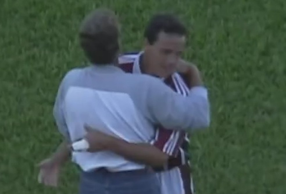 Oswaldo de Oliveira e Fernando Diniz em 2001 no Fluminense — Foto: Reprodução SporTV