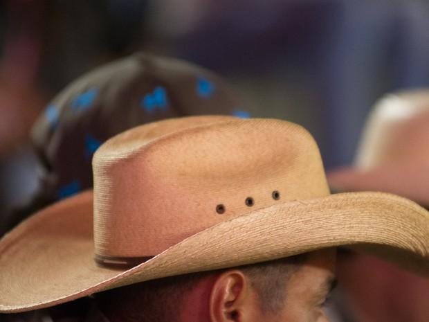 Belíssimo! Seguindo a mesma linha do chapéu panamá de aba larga, de 11 a 12. (Foto: Érico Andrade/G1)
