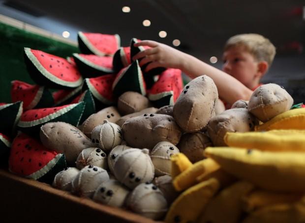 Artista monta supermercado totalmente feito de feltro (Foto: Divulgação)