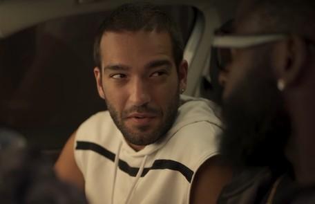 Na terça (11), Sandro (Humberto Carrão) vai ajudar Marconi (Douglas Silva) a roubar um quadro de Lídia (Malu Galli) TV Globo