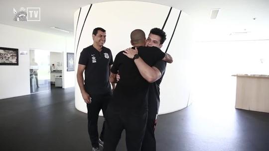 """Sheik faz juras de amor à torcida do Corinthians e avisa: """"Eu já cheguei!"""""""