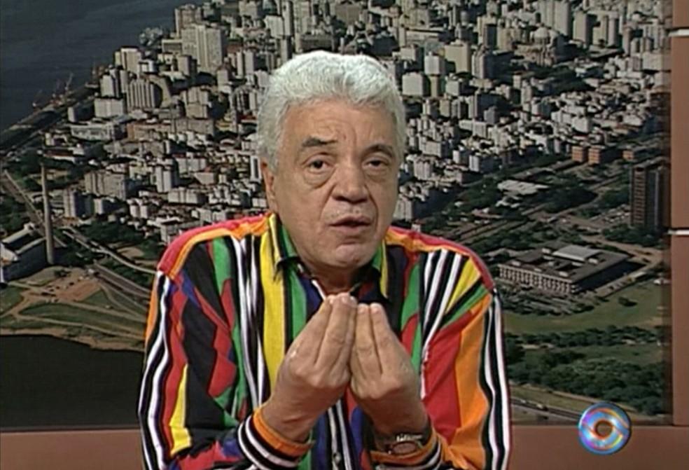 Paulo Sant'Ana tinha comentário diário no Jornal do Almoço, da RBS TV (Foto: Reprodução / RBS TV)