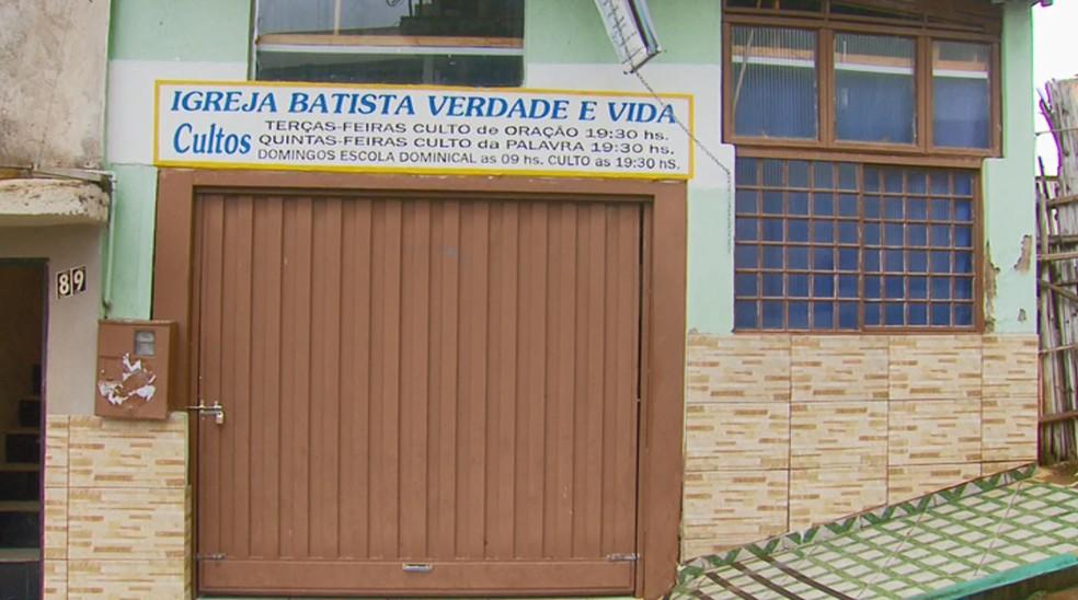 Vídeo mostrou funcionários públicos trabalhando em obra da igreja — Foto: Reprodução/EPTV