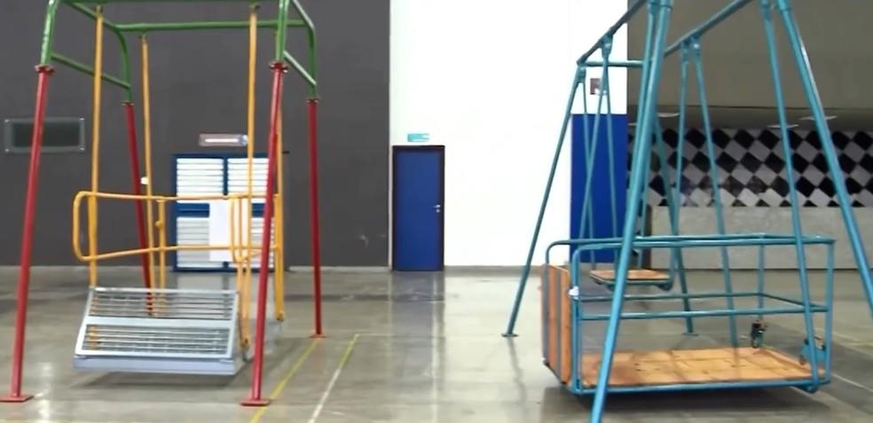 Estudantes de Engenharia Mecânica criaram brinquedos acessíveis para crianças cadeirantes — Foto: TV Subaé