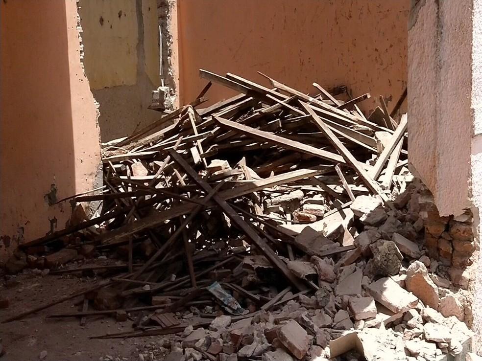 Três operários foram encaminhados para a Santa Casa de Sobral. (Foto: Reprodução/TV Verdes Mares)