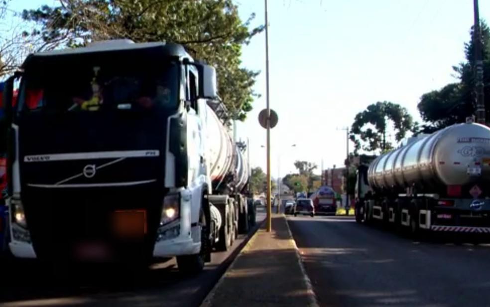 Caminhões durante a paralisação no Rio Grande do Sul (Foto: Reprodução/RBS TV)