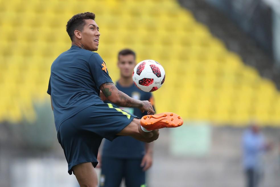 Roberto Firmino deve voltar e comandar o ataque no clássico — Foto: MoWA Press
