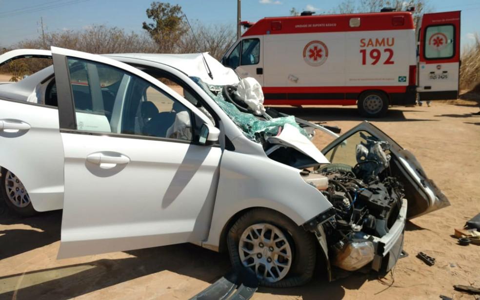 Motorista foi socorrido pelo Samu (Foto: Blogbraga/Repórter Edivaldo Braga)