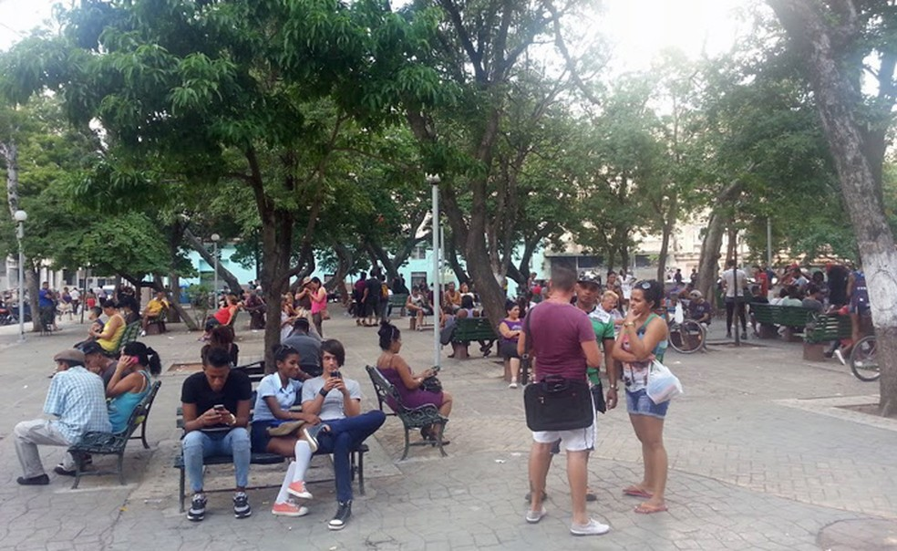 Desde que os Estados Unidos anunciaram uma nova política diplomática com Cuba, Nemer tem ido à ilha caribenha uma vez por ano observar como a tecnologia tem alterado a vida dos cubanos — Foto: Arquivo pessoal/David Nemer