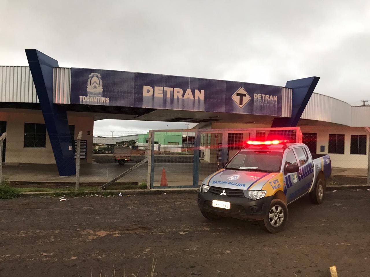 Detran suspende empresas e afasta servidores investigados por fraudar documentos de veículos roubados