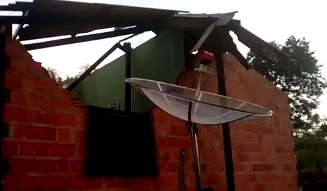 Chuva e vendaval causam destruição em Darcinópolis; veja vídeo - Radio Evangelho Gospel