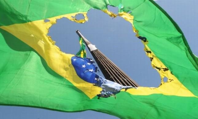Bandeira do Brasil rasgada