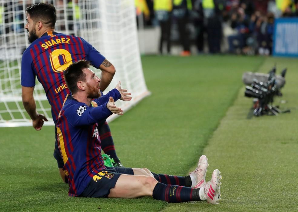 ... o camisa 10 e sai para o abraço — Foto: Reuters