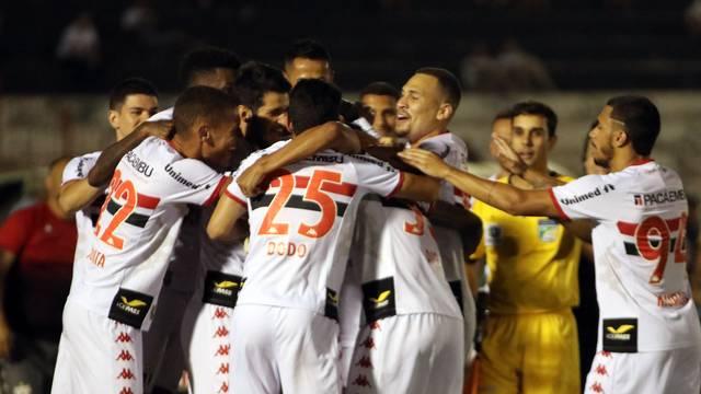 Botafogo-SP comemora gol de Didi no Santa Cruz