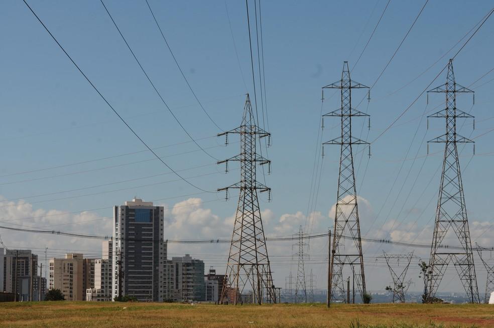 Linhas de transmissão de Furnas, em Brasília, que devem dar espaço à via Transbrasília (Foto: Gabriel Jabur/Agência Brasília)