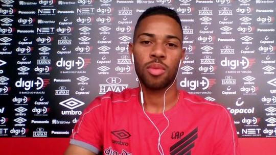 Renan Lodi comemora momento no Athletico-PR e fala sobre entrosamento com Marco Ruben