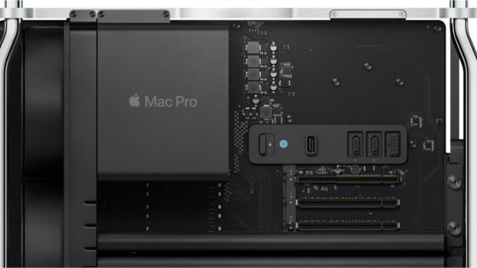O gabinete do Mac Pro é removível para que o usuário possa instalar e desinstalar o hardware a qualquer momento — Foto: Apple/Divulgação