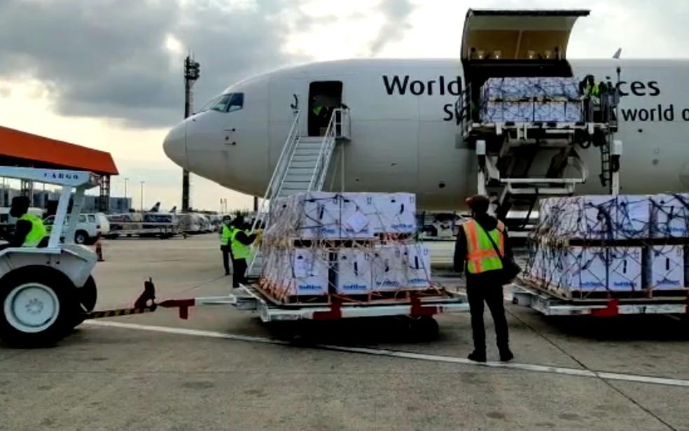 Empresa já entrou 54,4 milhões de doses ao Brasil — Foto: UPS /ALF TV VCP