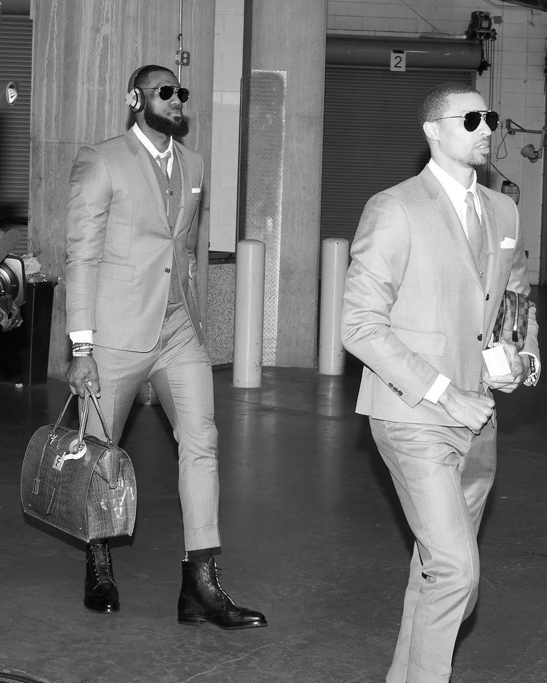LeBron James e o Cleveland Cavaliers com seus Thom Browne acabaram de ser campeões da NBA - de estilo (Foto: Reprodução/Instagram)