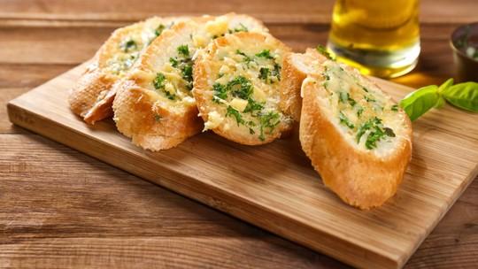 Receita de pão de alho cremoso em casa