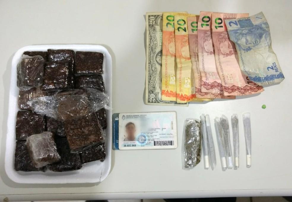 Polícia apreendeu brownies e cigarros de maconha com o argentino na praia da Pipa — Foto: Divulgação/PM