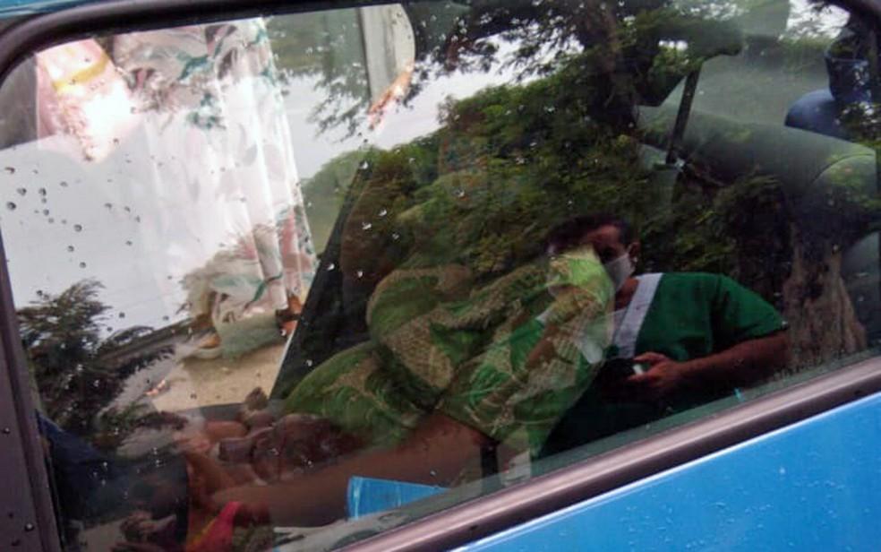 Mulher deu à luz em viatura de trânsito — Foto: Reprodução/WhatsApp